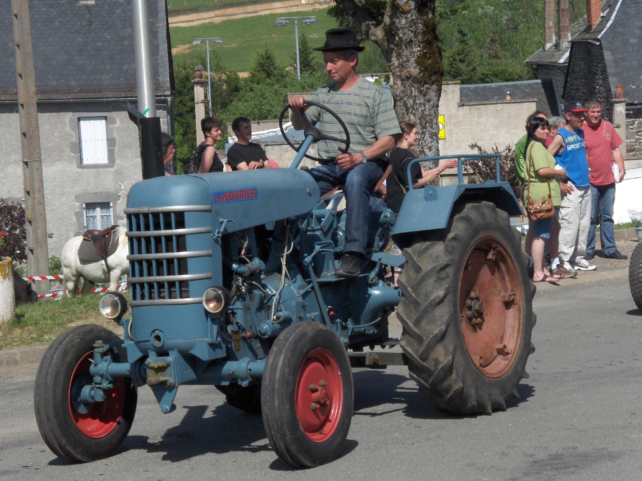 Sur quel(s) tracteur(s) avez vous appris à conduire? - Page 2 Labourier_lda_02
