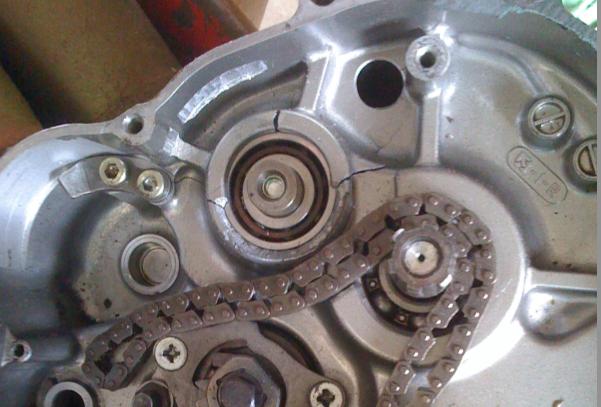 Trapianto motore SE Cracked_crankcase_sm