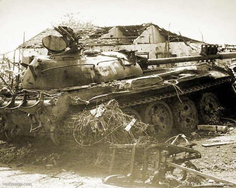 Vietnam War 1954-1975 Anloc_VCtank2