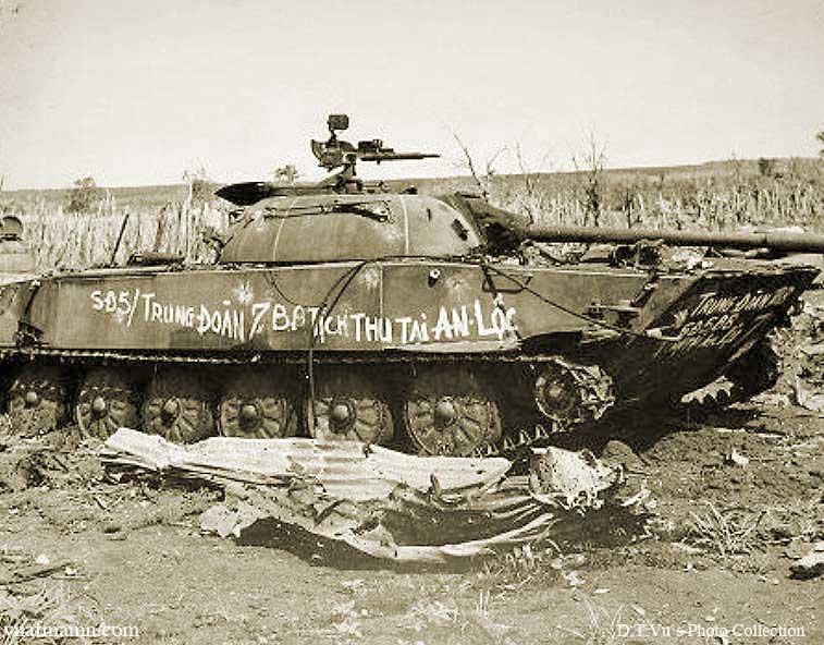 Vietnam War 1954-1975 Anloc_VCtank4