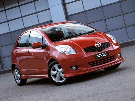 Motard cherche voiture familiale.  - Page 3 Toyota-yaris-2011