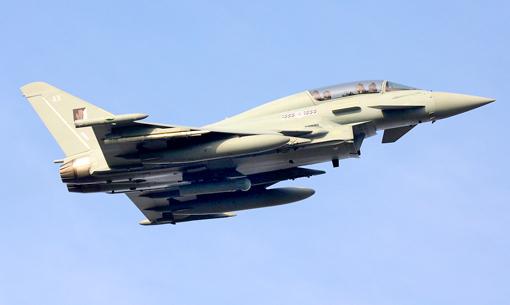 المقاتله الروسيه Su-24 قد تشعل الصراع بين الارجنتين وبريطانيا  - صفحة 4 Damocles-eurofighter-typhoon