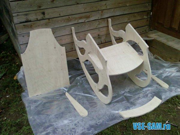 Кресло-качалка из фанеры, подкатной столик. 1289397599_5