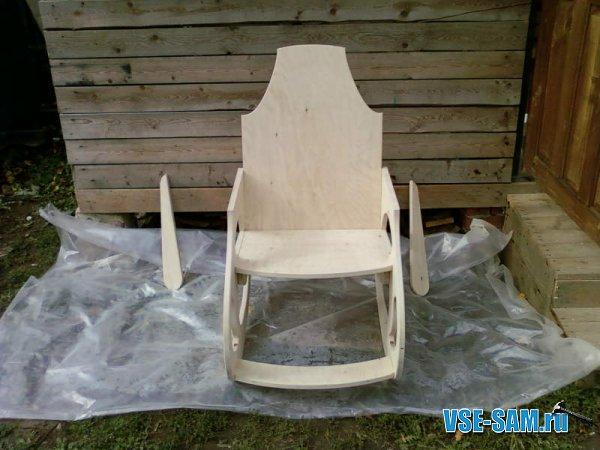 Кресло-качалка из фанеры, подкатной столик. 1289397631_8
