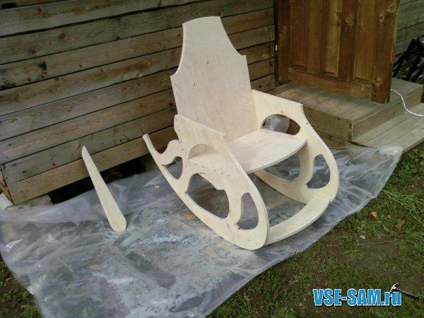 Кресло-качалка из фанеры, подкатной столик. 1289397678_9
