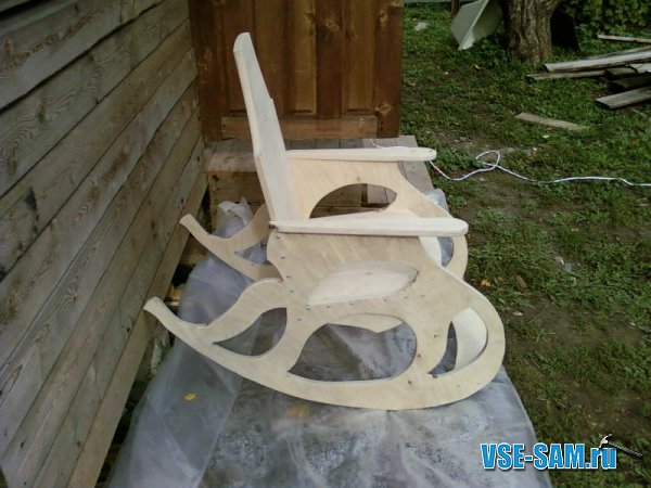 Кресло-качалка из фанеры, подкатной столик. 1289397684_12