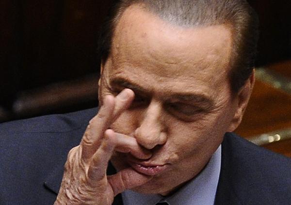Jezik uvredljivih gestova Silvio-Berlusconi-gestikulira-u-parlamentu