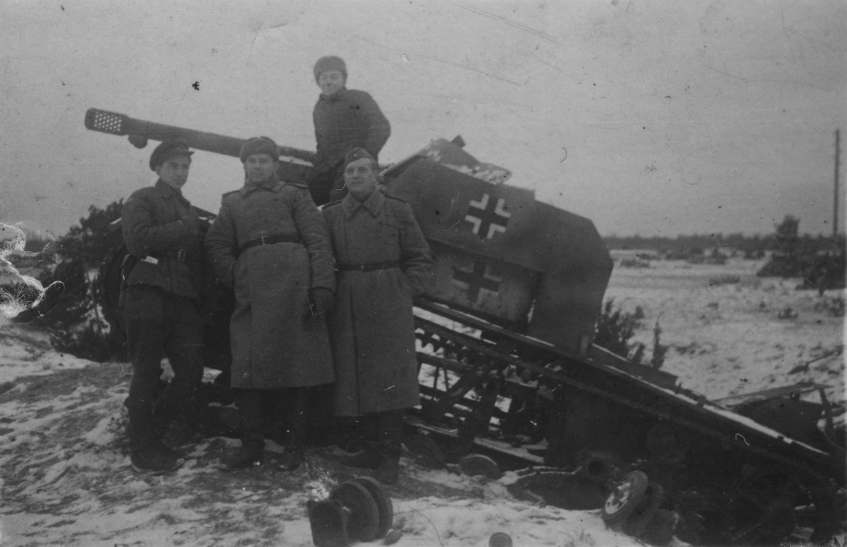 soldats soviétiques - Page 2 T-26-nem-sau