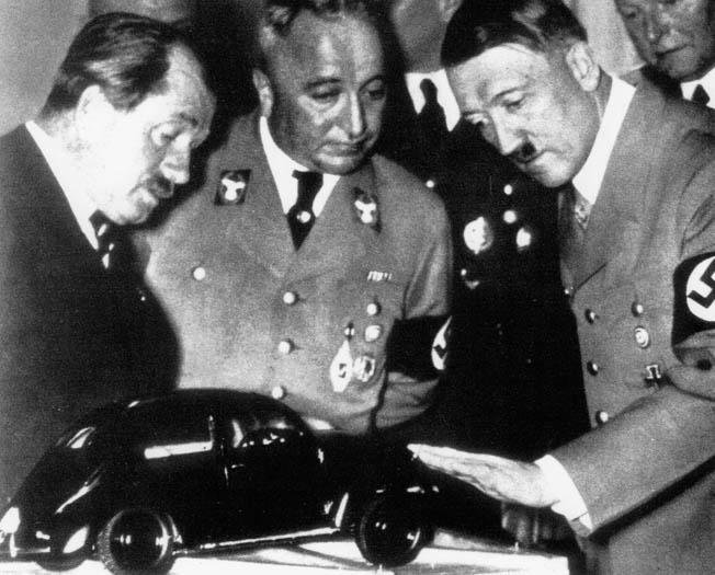 La nueva version del Mein Kampf es todo un éxito en Alemania Beetle4