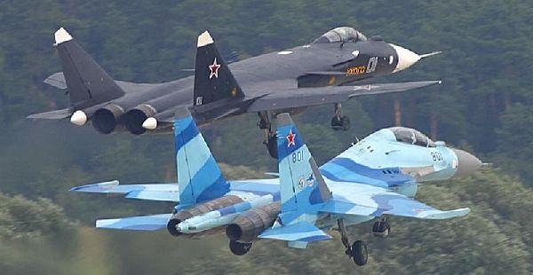 المقاتلة الروسية SU-35  المقاتلة التي لا تقهر Su-47%20Berkut%20Flying%20with%20Su-35UB