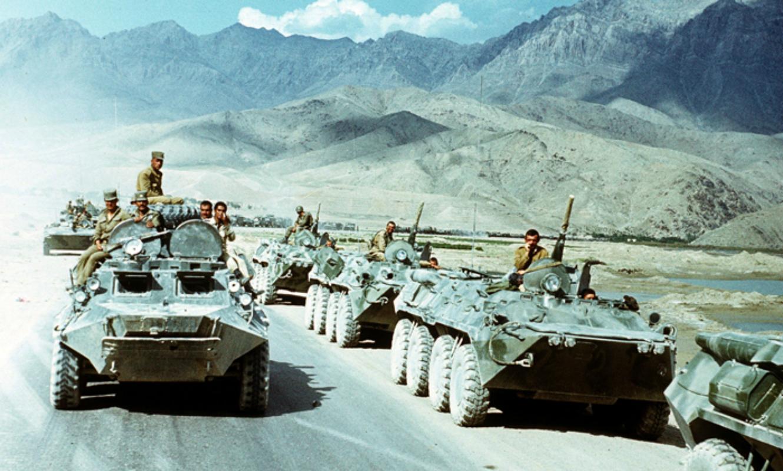 Soviet Afghanistan war - Page 6 Evstafiev-afghan-apc-passes-russian
