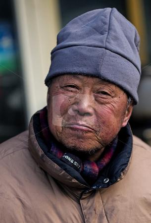 Un ottimo affare... Cutcaster-photo-100262479-Old-Chinese-man