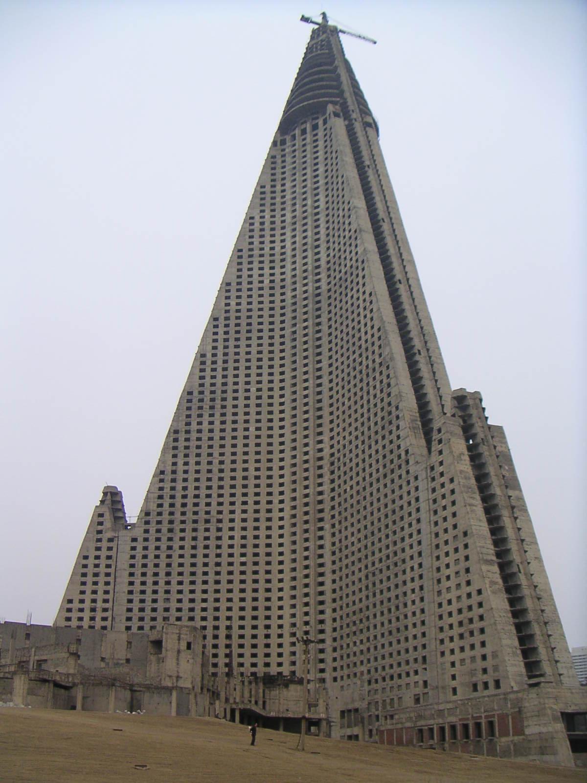 Quel bâtiment est le plus laid, selon vous? - Page 6 Ryugyong