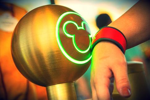 fast pass plus - Page 6 Disney-magic-band-elite-daily
