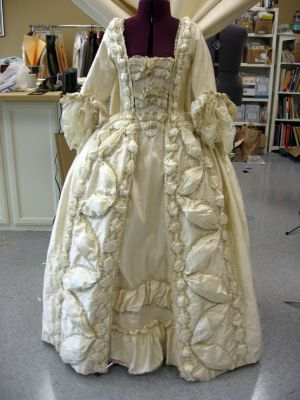 Robes du XVIIIe siècle Normal_robe13_000