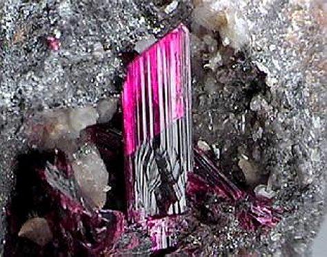 Kristali viših vibracija Erythrite