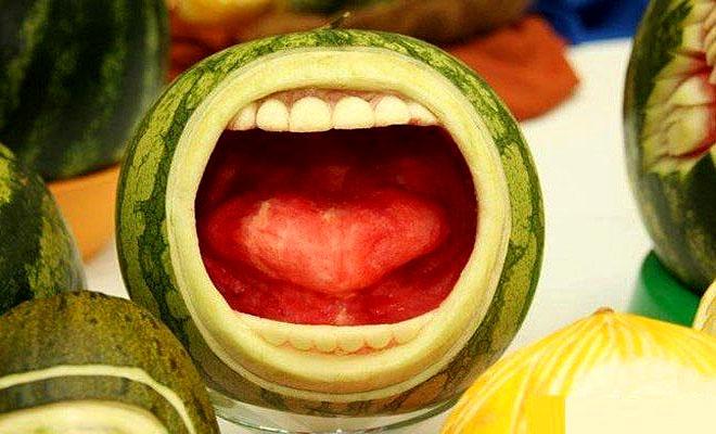 Sculpture sur fruits Thumb%20veg%20carving2_0