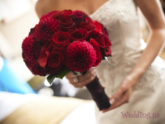 Бросаем друг другу свадебный букет!!!! Red_bridal_boquet
