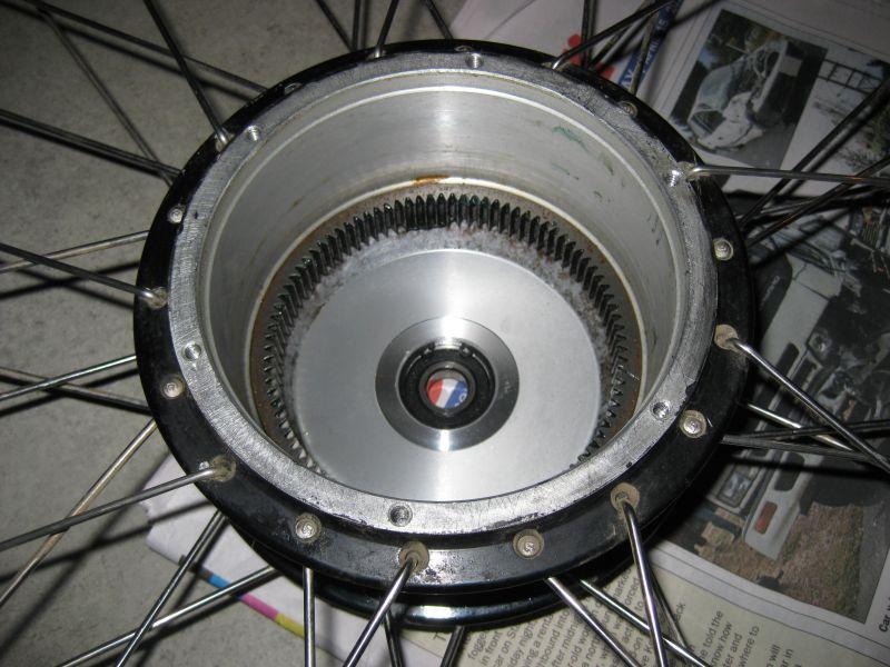 Motores con engranajes vs motores sin engranajes Bike-repairs-ii-10