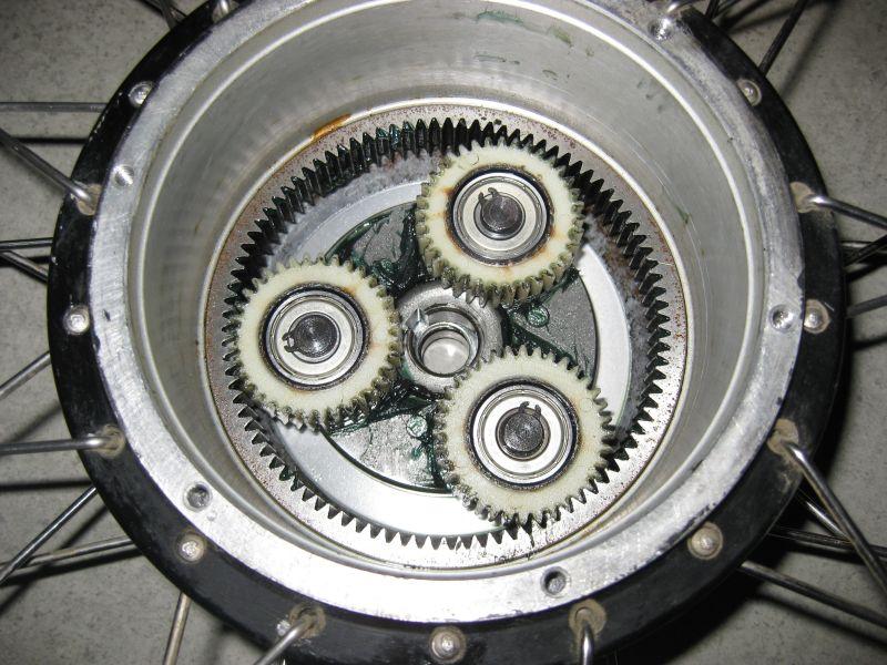 Motores con engranajes vs motores sin engranajes Bike-repairs-ii-3
