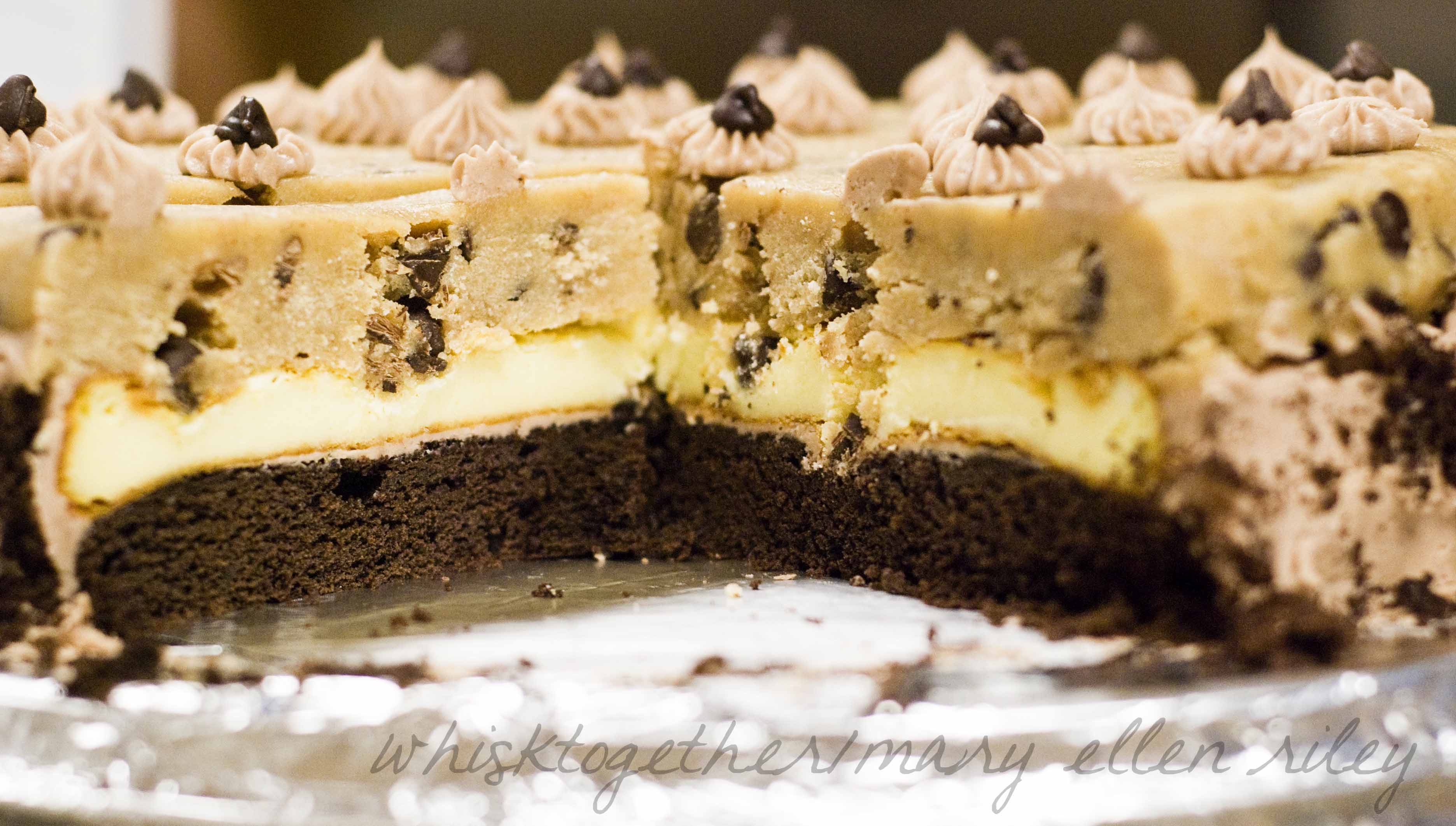 FOOD PORNS Chocolate-chip-cookie-dough-cheesecake_2cr