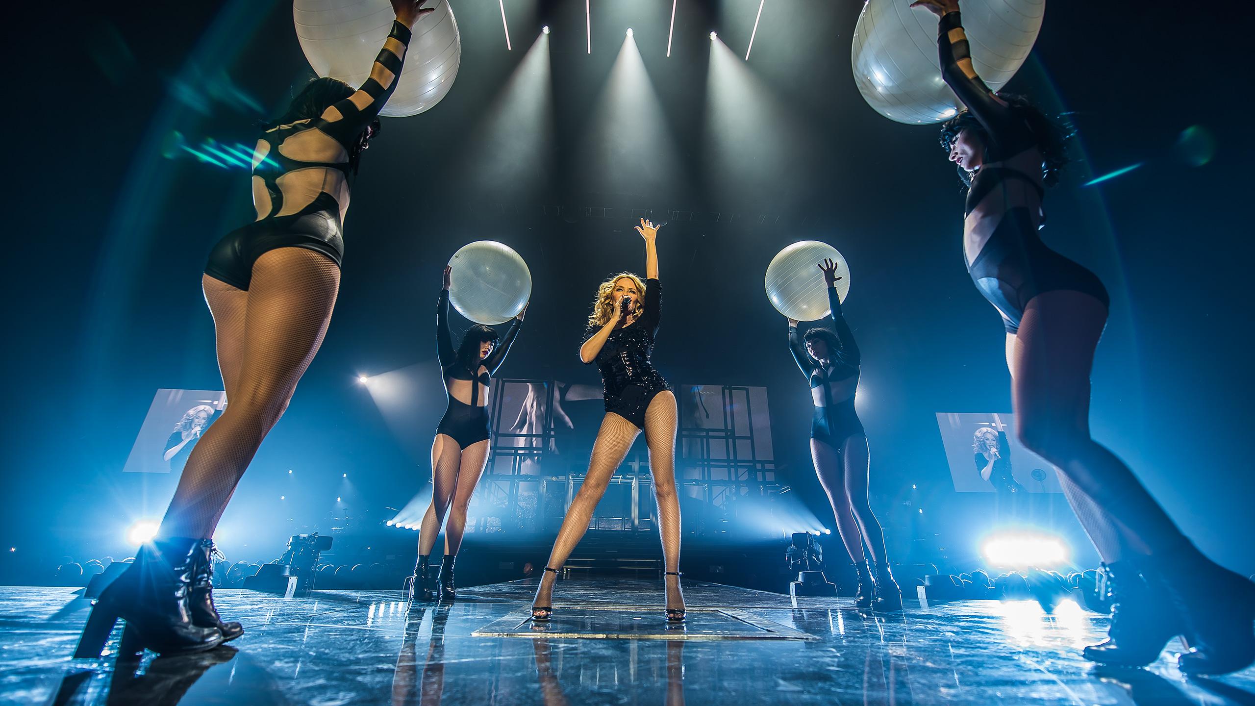 "Gira >>> ""Kiss Me Once Tour"" - Página 16 Kylie-wp3-2560x1440"