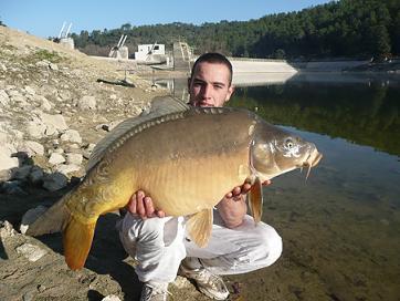 pecheur dans 83 Mirroir_20kg_lac_de_carces1
