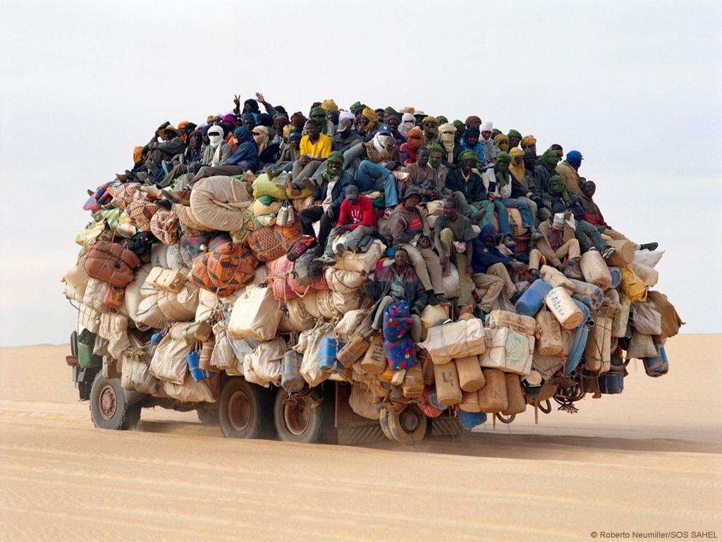 [Jeu] Association d'images - Page 19 Overloaded_truck_africa