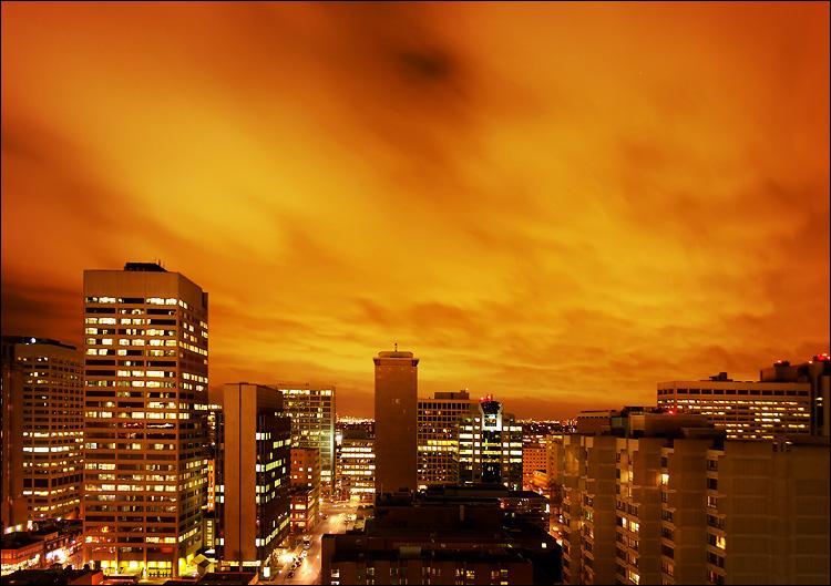 Orange - Page 3 West_skyline_night_orange_clouds