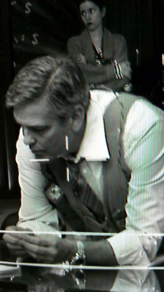 "George Clooney on the set of ""Money Monster"" 693f7a02jw1eqfyzzunfhj20g00sg77o"