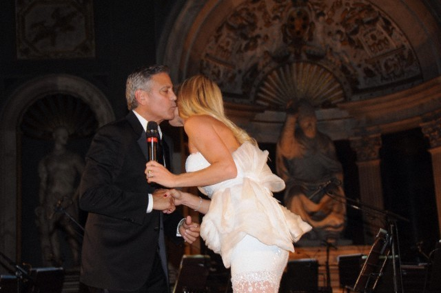 George Clooney and Amal to visit the Celebrity Fight Night Foundation in Florence - Page 6 693f7a02gw1ekeodofwcxj20hs0btjsn
