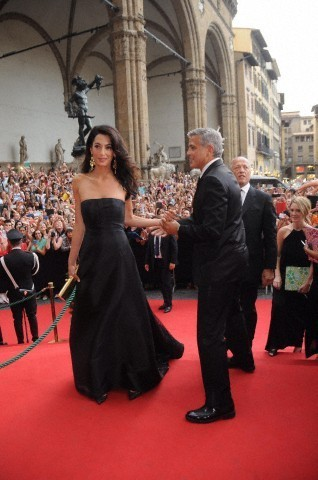 George Clooney and Amal to visit the Celebrity Fight Night Foundation in Florence - Page 6 693f7a02gw1ekerezoi88j208u0dc759