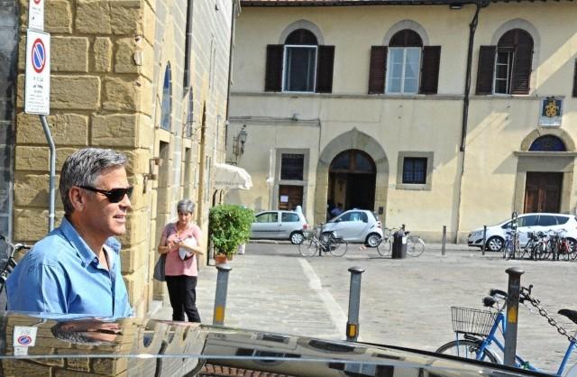 George Clooney leaving Florence 693f7a02jw1ekenanx37uj20hs0bmjts