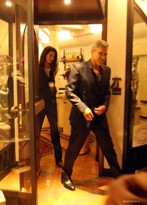 George Clooney & Fiancee Amal Alamuddin Make It a Family Night in Italy! - Page 2 693f7a02tw1ei29delb2ej20d90iddir