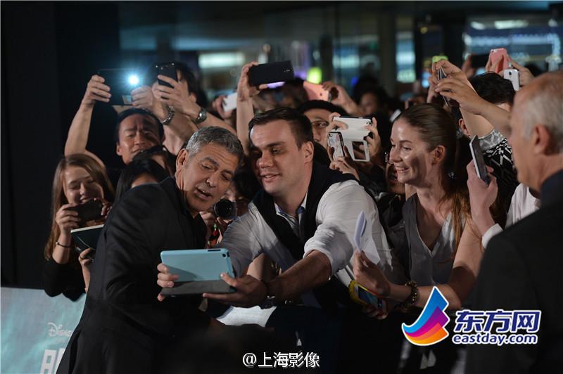 George Clooney in Shanghai Tomorrowland Premier 22. May 2015 933faa5fjw1esdxzuoh66j20m80esjua