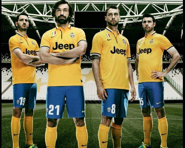 Maillot extérieur Juventus Turin 2013-2014 D2d775bejw1e7lxp0rgd0j20gs0dgju6