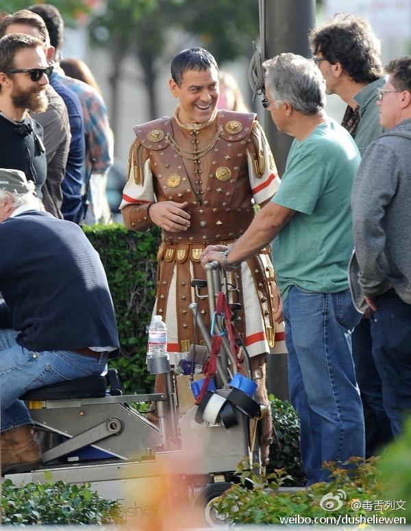 Hail Caesar filming in L A - George Clooney on the set - Page 2 5a3fe34ajw1en0xvyhi3fj20go0lkq8w