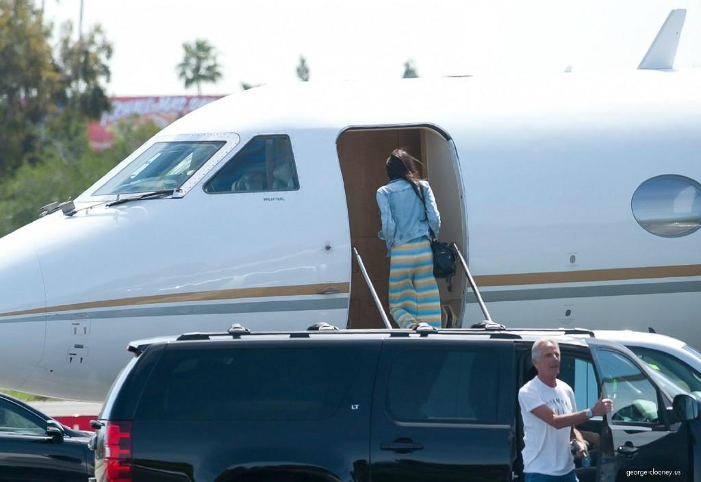 George Clooney and Amal leaving LA 693f7a02jw1eg027qpzytj215n0snwkc