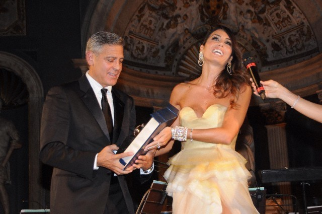 George Clooney and Amal to visit the Celebrity Fight Night Foundation in Florence - Page 6 693f7a02jw1ekeo18z7b1j20hs0btabl