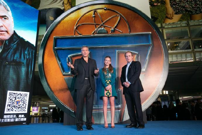 George Clooney in Shanghai Tomorrowland Premier 22. May 2015 61e75fb8gw1esdej6alpzj215o0rstkn