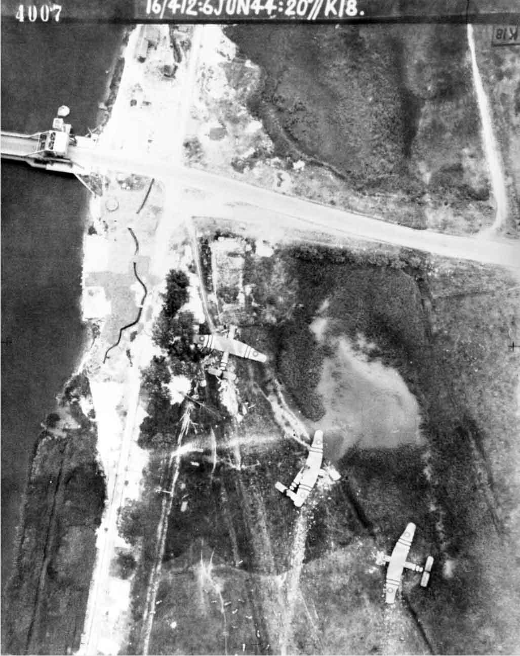 D-Day - La prise du Pegasus Bridge, 6th Airborne, 5, 6 juin 1944 Pegasus-bridge-aerial
