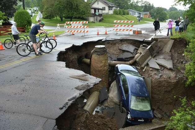 More giant sinkholes opening, us media blackout?  628x471