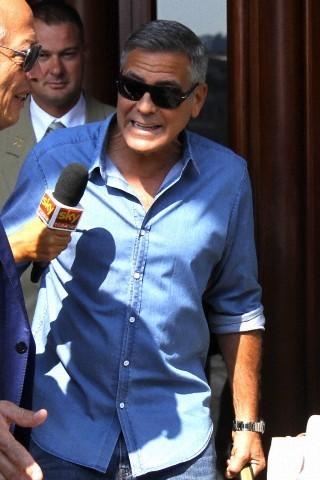 George Clooney leaving Florence 693f7a02jw1ekenan2vmpj208w0dct9p