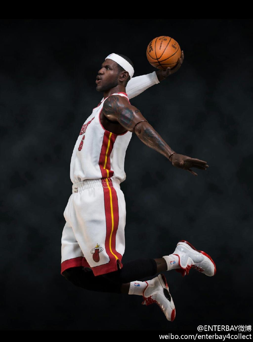 [Enterbay] NBA Real Masterpiece - LeBron James - Página 3 685ebd96jw1e5vm9x3slgj20wz18gq59