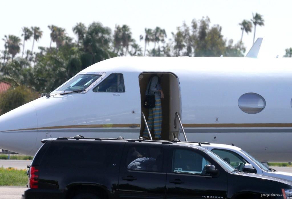 George Clooney and Amal leaving LA 693f7a02jw1eg027uiy0ej215o0shwl5