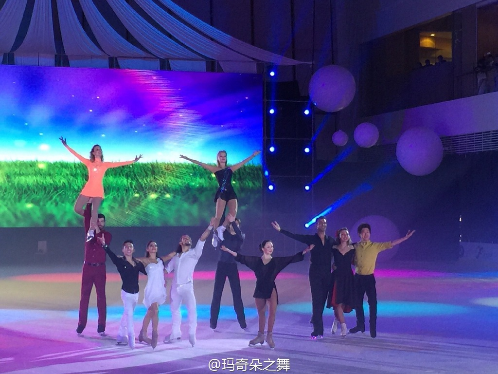 Ледовые шоу-2 - Страница 24 A8311be4jw1erp2abklqwj218g0xcwpj