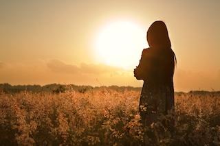LỀU THƠ NHẠC - Page 38 Bigstock-Woman-Silhouette-Waiting-For-S-5824100
