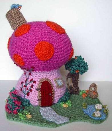 تحف من الكروشيه 2    Mushroom-house