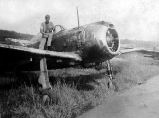 Nakajima Ki-43-II Hyabusa (OSCAR) - Page 3 J_152_Sq_Jap_Nakajima_Ki_43_Oscar_at_Singapore