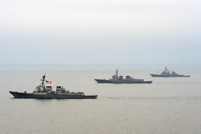 Corée du nord ou États-Unis :   Qui est une menace pour la sécurité mondiale ? 130401-USS-McCAin-2-642x427